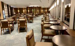 羽田国際線ターミナルにある日本航空の「サクララウンジ スカイビュー」でようやく一息ついた