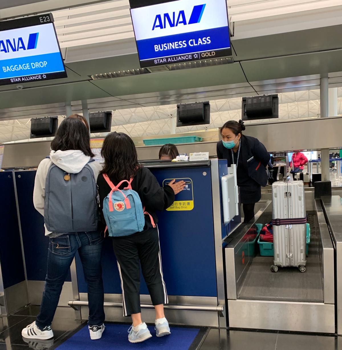 全日空のサービスの「ANAエアポートサポート」を使って、香港から子供だけで飛行機に乗って日本に帰省した