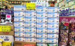 香港の薬局で使い捨てマスクが一箱5,000円以上で売られていた