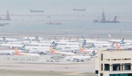 香港国際空港に普段はあり得ない数のキャセイ便が駐機していて驚いた