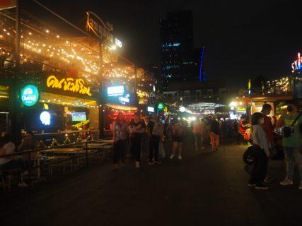 バンコクで食べた夕食を振り返ってみた 鉄道市場/Ruen Urai/SOMTUM DER~子連れでバンコク旅行(5)