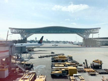 香港国際空港に2020年半ばにオープンする巨大建造物スカイブリッジ(The Sky Bridge)を渡って、大型旅客機を見下ろしてみたい