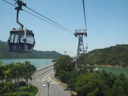 ゴンピン360(Ngong Ping 360)のロープウェイは、香港在住者にとって観光客のいない今がチャンス
