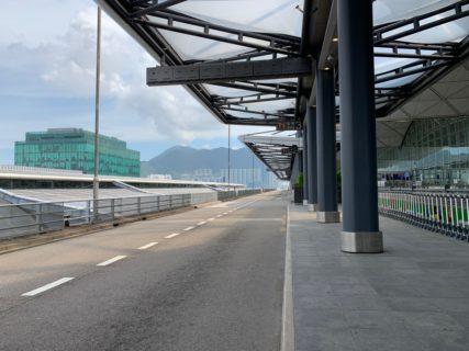 新型コロナウイルスによる出入国制限で香港国際空港はガラガラだった