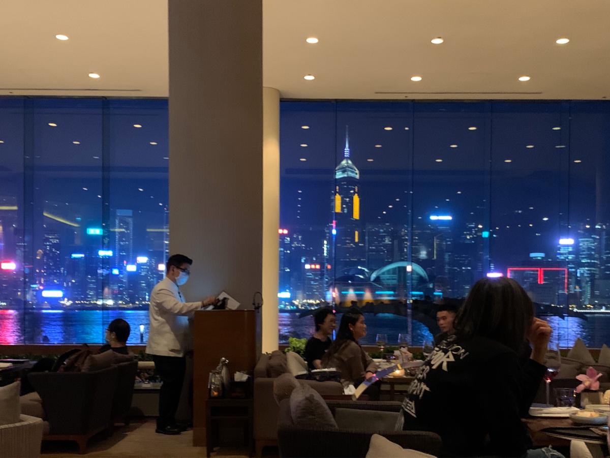 長期休業前のインターコンチネンタル香港で、香港ならではの夜景とシンフォニーオブライツを観ることができた