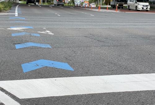 自転車が走れる道路の青い矢印はいつから?~新・自転車 道交法BOOK