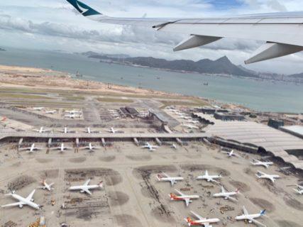 私たちを乗せたキャセイのフライトCX520便が香港国際空港から飛び立った