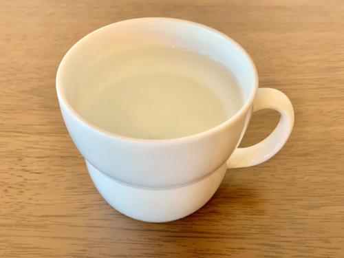朝に一杯のお湯を飲むのがオススメ